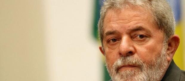 Lula aceita ser candidato para manter programas sociais do seu governo