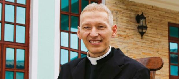 Padre Marcelo Rossi cria polêmica com sua opinião sobre política