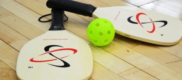 Raquetas y pelota del PickleBall