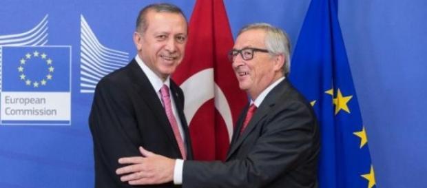 Recep Tayyp Erdogan con il presidente della Commissione UE, Jean-Claude Juncker