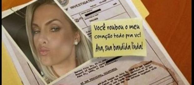 Rodrigo perseguia Ana nas redes sociais.