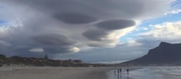 Sarà uno strano effetto delle nuvole?