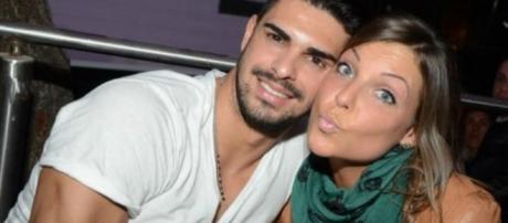 Coccole tra Cristian Gallella e Tara Gabrieletto