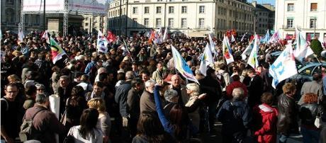 Francia, non accennano a placarsi le proteste contro il jobs act.