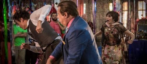 Afrânio e Amadeu brigam por Iolanda (Globo)