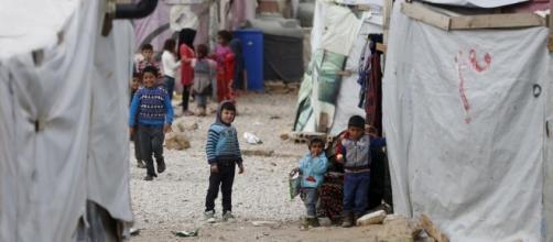 Varios niños en los campos de refugiados