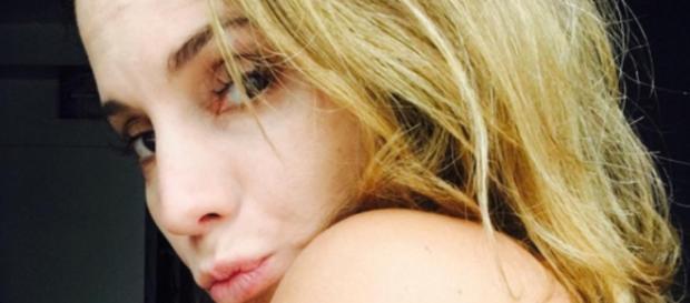 Maíra Charken arrasa em topless nas redes sociais