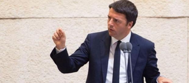Matteo Renzi, su Facebook, lancia la campagna per il 'Sì' al referendum.