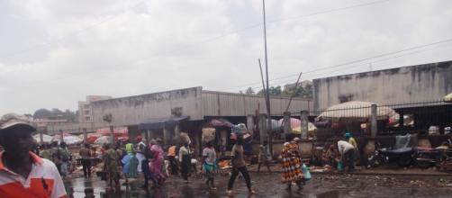 La flaque d'eau qui habite actuellement le marché du Mfoundi