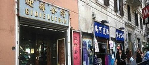 Roma, l'invasione dei negozio gestiti da stranieri