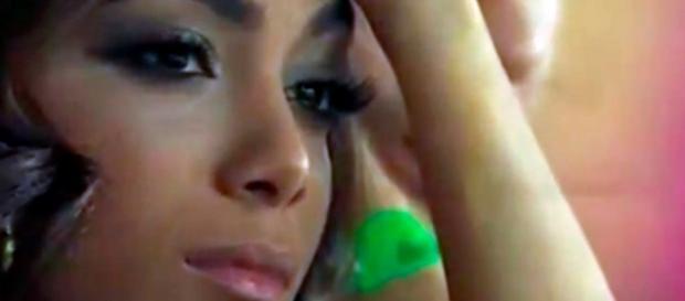 Anitta aparece cabisbaixa em imagem/Google