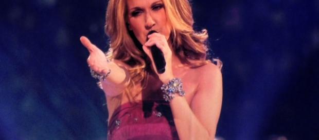 Céline Dion singing - CC BY _-