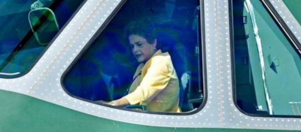Dilma Rousseff em avião da FAB