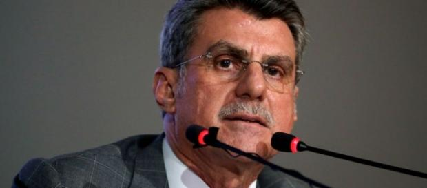 """Em diálogo, Jucá sugere a saída de Dilma para """"estancar a sangria""""."""
