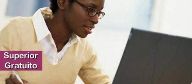 Ensino superior gratuito no formato EAD