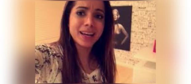 Fã tenta invadir casa da cantora Anitta