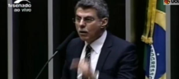 Romero Jucá chama manifestações de 'babacas'