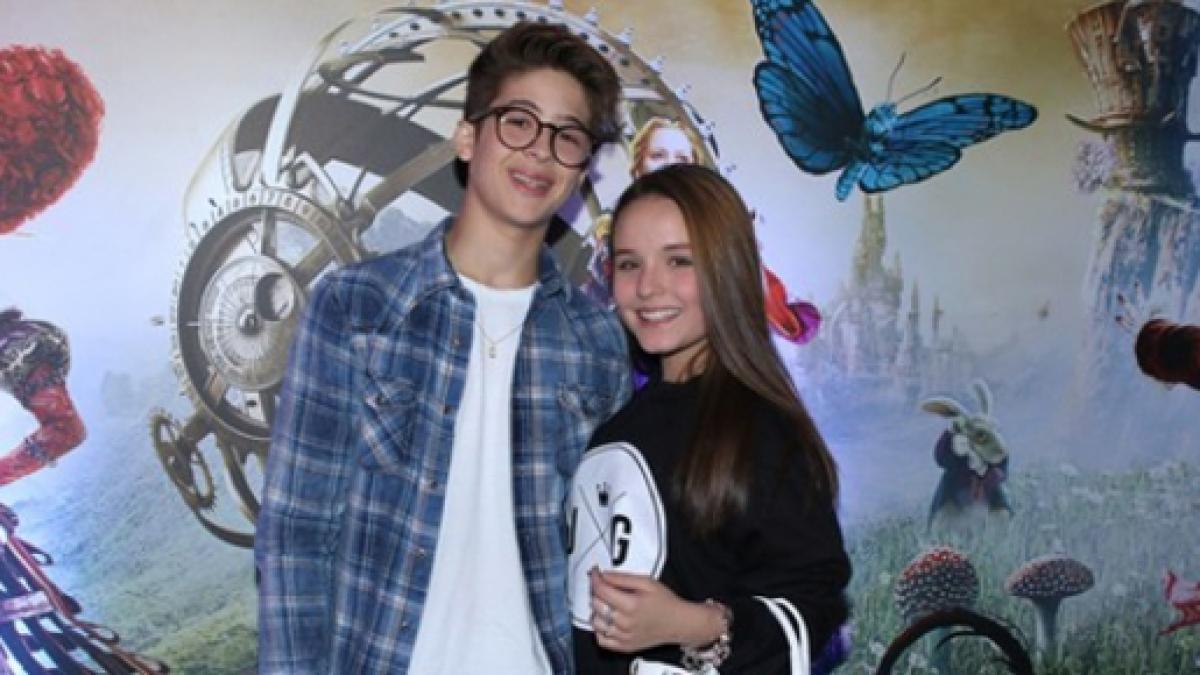 0a141b7f6e627 Larissa Manoela e João Guilherme vão ao cinema curtirem o filme  Alice  através do Espelho