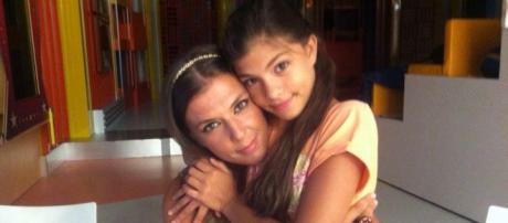 Romana com a sua filha Isis de 11 anos