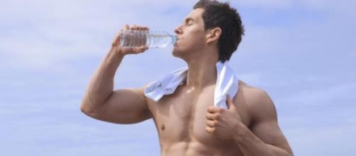 Atletas olímpicos incentivam pessoas a deixarem o sedentarismo.