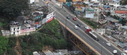 """Foto Puente Belice: Periódico Vespertino """"La hora"""""""