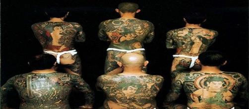 Fotografía miembros Yakuza en la festividad Sanja Matsuri