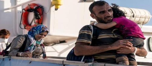 Refugiados llegando a un puerto europeo. MSF
