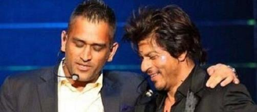 SRK with Dhoni at IPL 2016 (Twitter)