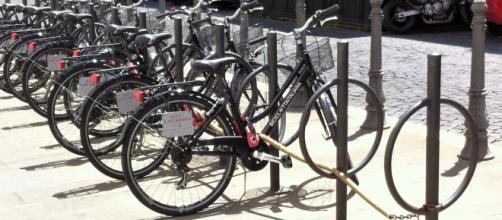 Un modo elegante di parcheggiare le biciclette con tanto di approvazione comunale. Peccato che sia solo per i clienti dell'albergo!