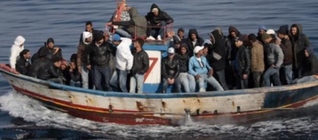 Ancora un barcone rovesciato al largo della Libia