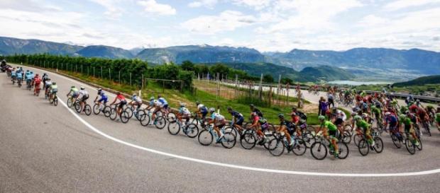 El alemán Roger Kluge sorprendió a los sprinters en Cassano d' Adda, final de la etapa 17