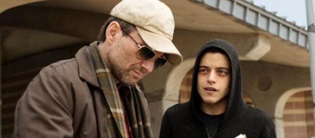 Os atores Christian Slater e Rami Malek protagonizam a premiada produção, que conquistou fãs em todo o mundo.
