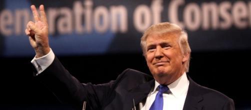 Donald Trump Vs Bernie Sanders (Image Source - commons.wikimedia.org)