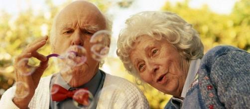 Nella terza età, mantenere interessi ed una vita attiva, può migliorare la propria condizione fino a scongiurare la demenza senile.