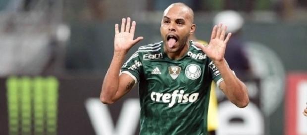 Alecsandro foi o autor do segundo gol do Palmeiras na partida.