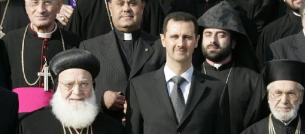 Bashar al-Assad insieme alle autorità cristiane della Siria