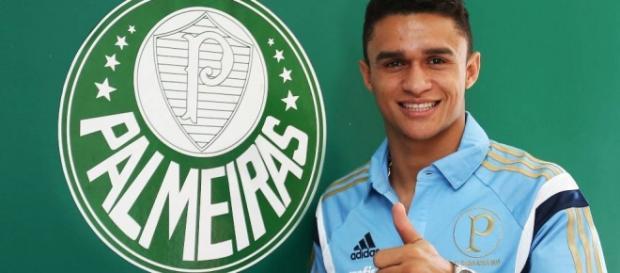 Erik Lima, de apenas 21 anos, é cobiçado por Porto e Benfica de Portugual.