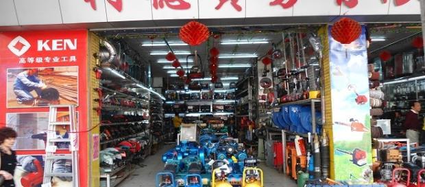 Invasione dei negozi cinesi a Roma.
