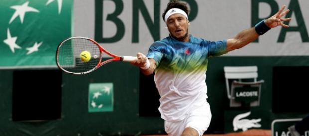 Mónaco batalló ante el español David Ferrer pero no pudo evitar la eliminación en Roland Garros