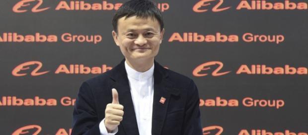 O chinês Jack Ma criou o Alibaba, plataforma digital de vendas