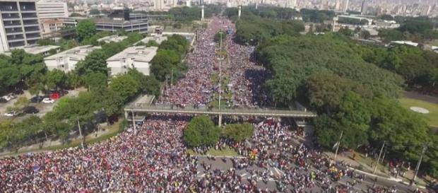 Pessoas de todo o Brasil se reúnem em São Paulo para a 24ª edição da Marcha