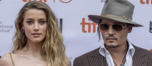 Amber Heard alega ter sofrido violência doméstica