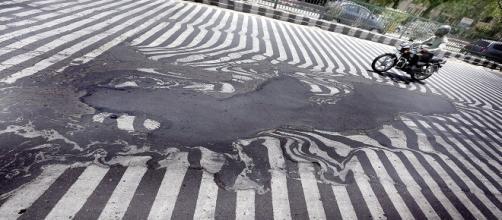 En India se derriten las calles por la ola de calor