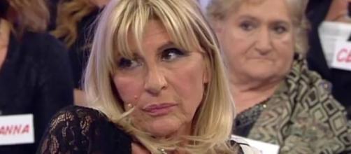 Uomini e Donne, Gemma Galgani denuncia Gianni Sperti