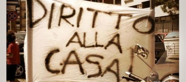 Le proteste per le mancate assegnazioni delle case popolari a Roma. Fonte romatoday