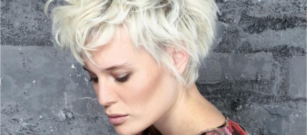 Tendenze moda capelli estate 2016  arriva il brush back 71ded4548626