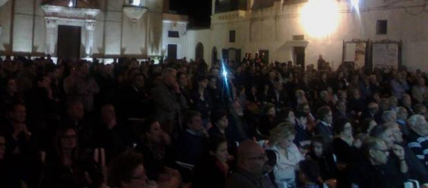 Piazza San Martino gremita di gente per uno degli appuntamenti elettorali di Giuseppe Tanisi