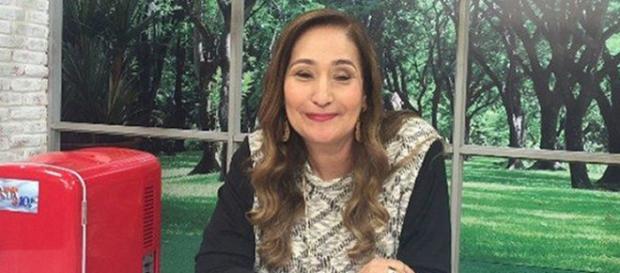 Sônia Abrão sai correndo ao ouvir barulho em seu programa