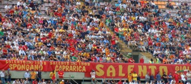 Tanti tifosi del Lecce pronti a partire.