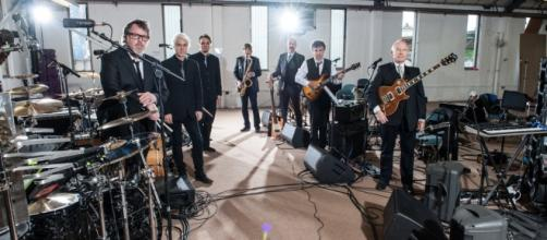 La nuova formazione dei King Crimson pronta per il tour europeo 2016.
